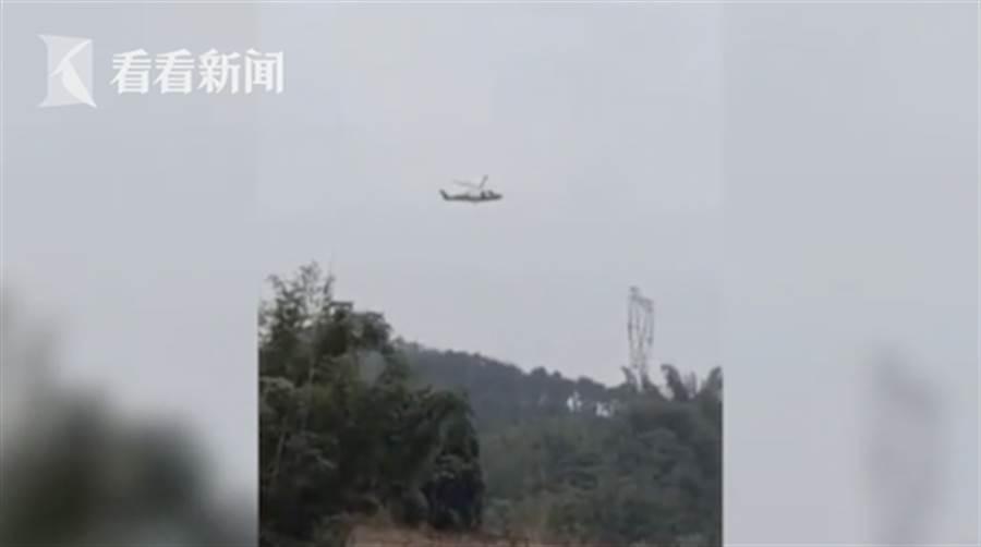 農場300多隻雞全部暴斃,疑與直升機低空飛過發出的噪音有關。(圖擷自《看看新聞》)
