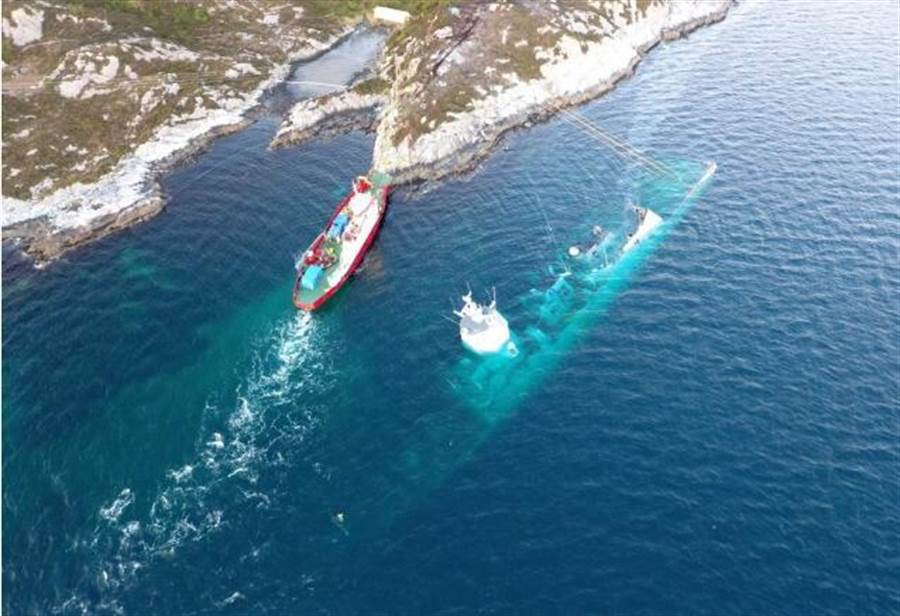 在挪威海岸因相撞而沉沒的神盾巡防艦讓該國海軍臉上無光,無論如何都想要打撈出水。(圖/鳳凰網)