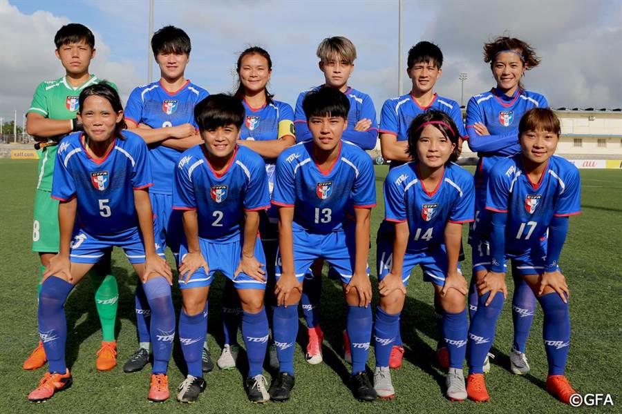 中華女足對蒙古先發11人賽前合照。(東亞足聯官網翻攝)