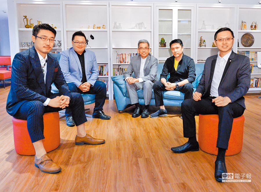 台灣創速管理團隊接受專訪,圖左起合夥人張右承、合夥人胡恆士、合夥人顧及然、創辦人余凱文及合夥人胡碩勻。圖/王德為