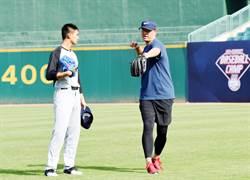 棒球》小球員投球準度犀利 建仔:滿厲害的