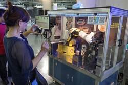 機器人自造基地成果展 機械手臂拉花咖啡吸睛