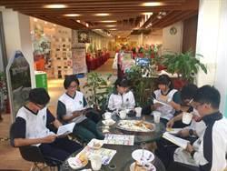 國立中興高中圖書館咖啡伴書香 校園演出布袋戲
