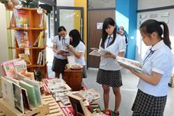 東港高中賈宓圖書館推動主題書展 「美」得令人翻不停