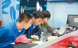 比賽兼顧學業 隊員飛機上忙寫功課