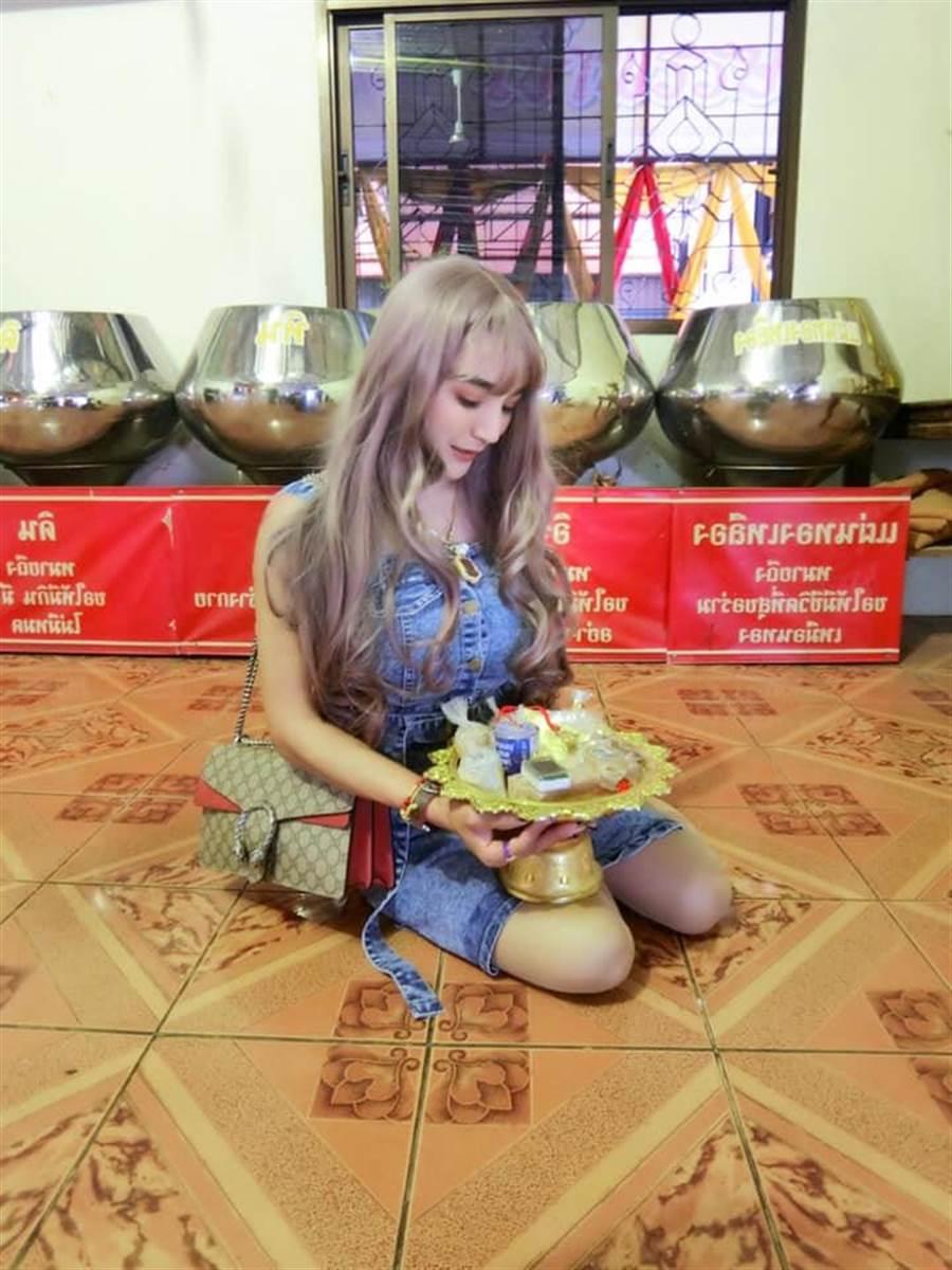正宮表示丈夫曾和自己一起克服一段艱辛的過去(圖/翻攝自臉書/Waraphon Pruksawan)
