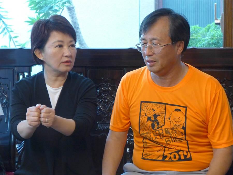 台中市長當選人盧秀燕(左起)訪台中市農會理事長李煥湘,強調未來市府與農會一定建立緊密的夥伴關係。(林欣儀攝)