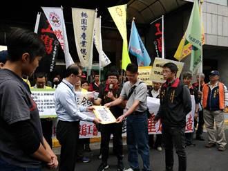 椎間盤突出認非職業病 清潔員赴勞動部抗議