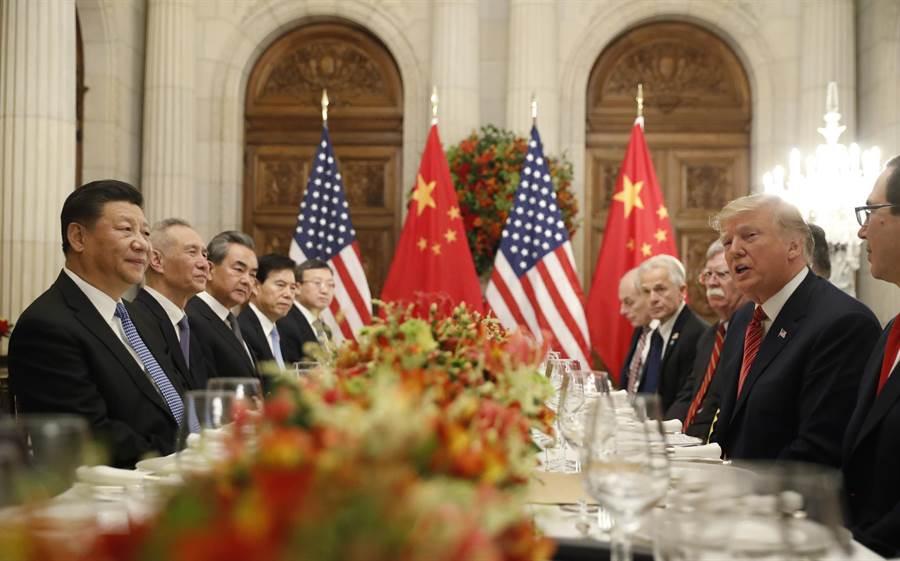 美國總統川普和大陸國家主席習近平日前在G20峰會中的宴會上舉行會談。(美聯社資料照片)