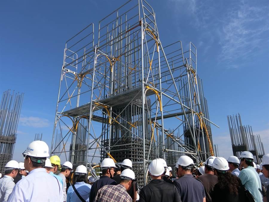 好瀚建設響應執行建築安全履歷協會全套認證標準,今天舉行耐震工法施工觀摩會。(曹婷婷攝)