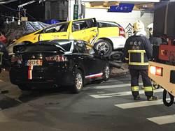 影》路口閃燈互不讓 兩車相撞4人輕重傷