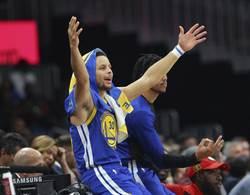 NBA》柯瑞不講理三分再現 狂飆42分電翻騎士