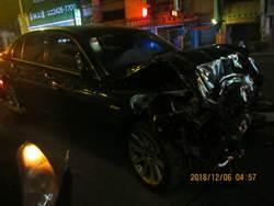 台中車禍福特撞大七 波及路邊無辜車輛