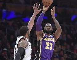 NBA》詹皇末節接管球賽 湖人逆轉拔刺4連勝