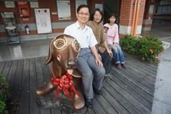 臘腸犬藝術鋼塑引進校園  成打卡新地標