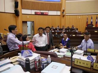 桃市議會藍綠亂鬥 王浩宇3度被送紀委會