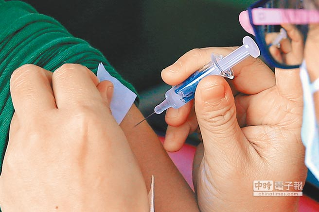疾管署昨日公佈2歲女童感染流感死亡,呼籲家長儘早讓孩子接種流感疫苗。(本報資料照片)