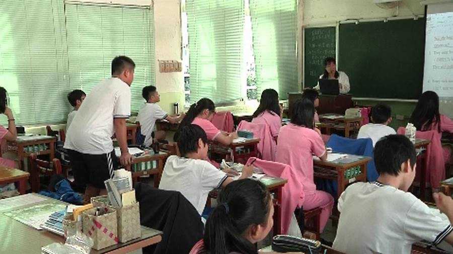 推行2030全雙語教育 國中校長:現階段大多是失敗收場