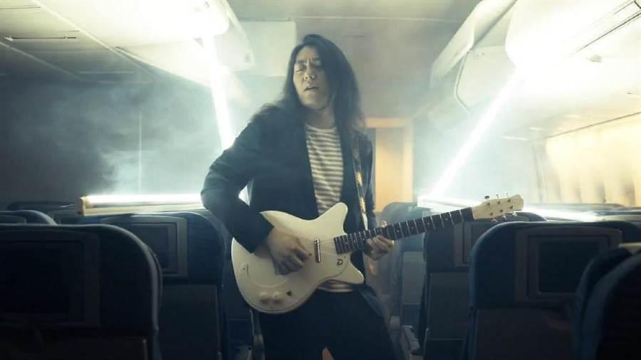 Tomo Go砸百萬租飛機拍MV。(Best Sonic提供)