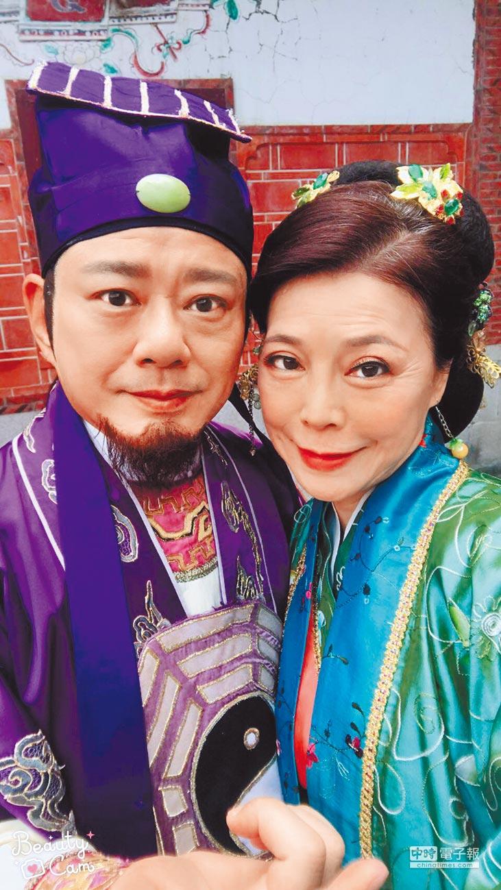 安迪(左)與老婆阿娥先前曾一起拍戲,形影不離。(取材自臉書)