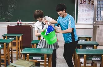 鍾瑶、子閎打鬧戲來真的  拖把髒水互潑、抹布甩臉樣樣來