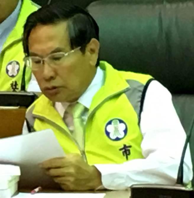 嘉義市長涂醒哲列席議會低調避談擬提選舉無效之事。(廖素慧攝)