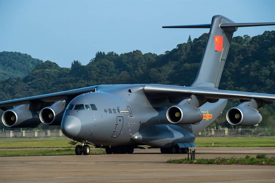中共自製的大型運輸機運-20改裝為空中加油機,並完成首飛成功,未來將成為中共空中重要的戰略後勤力量。圖為運-20。(圖/中新社)