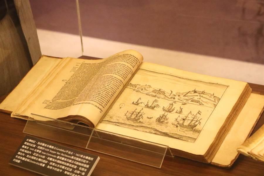 最早紀錄台灣原住民文獻的外文書《台灣略史》。(李依璇攝)