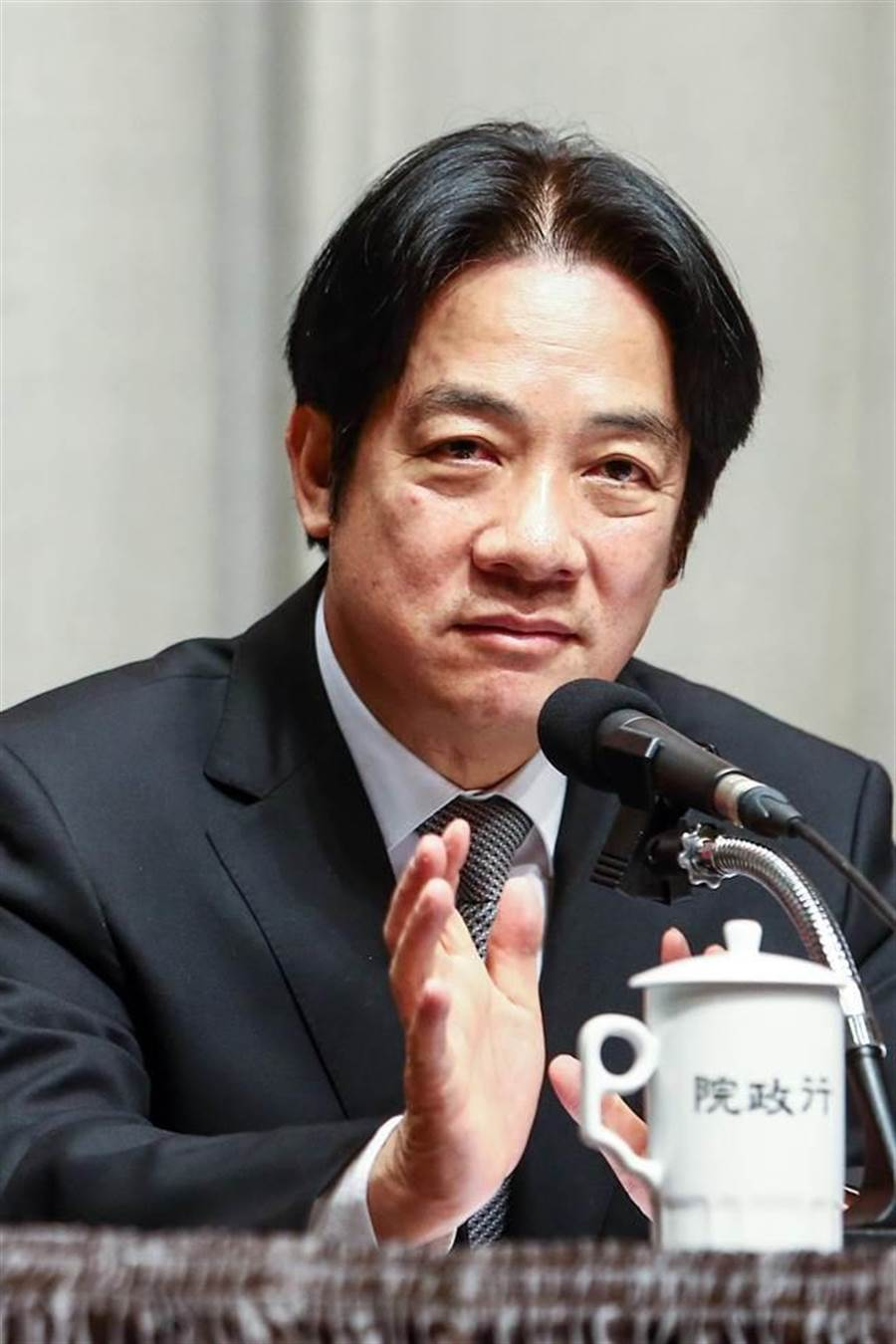 行政院7日舉行「說明選後檢討結果」記者會,院長賴清德(圖)表示:他堅定的來、堅定的留下,也會堅定的離開,這全為了台灣。(鄧博仁攝)