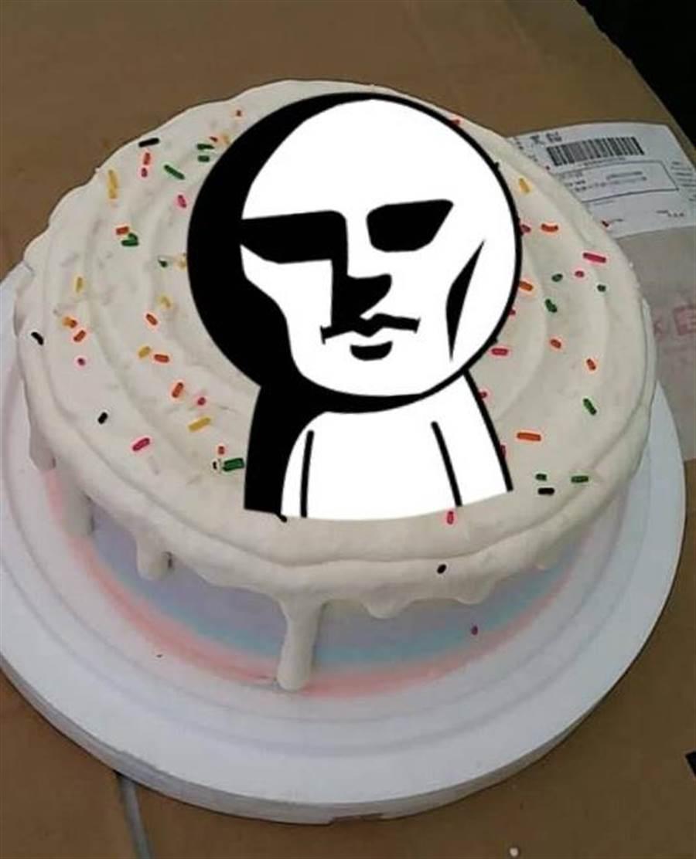 傻眼! 網購1799元客製變形金剛蛋糕 收到成品他玻璃心碎(圖/翻攝自《爆怨公社》)