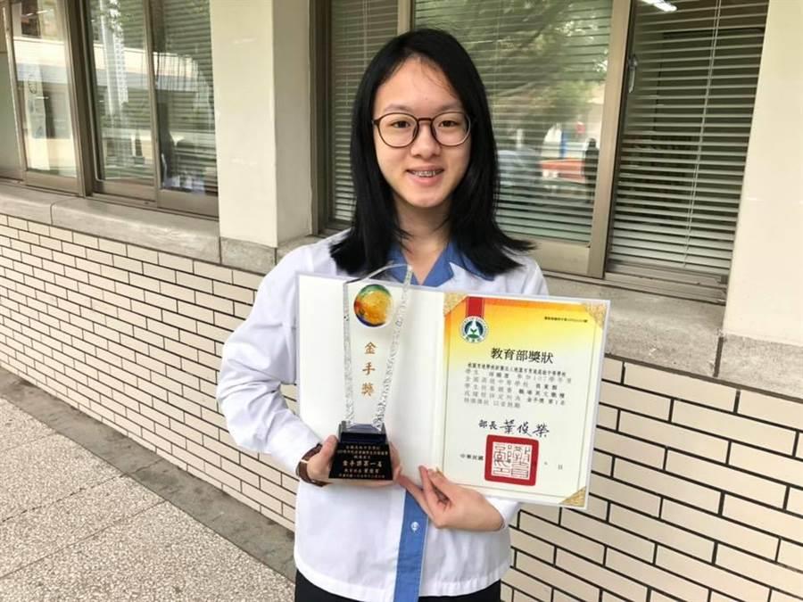 育達學生奪職場英文金手獎第一。(呂筱蟬攝)