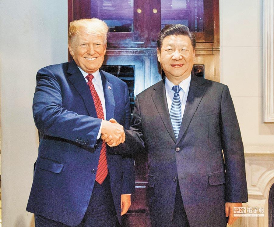 習川會後,一度讓中美關係緩和。圖為大陸國家主席習近平(右)與美總統川普(左)1日會談達共識。(新華社)