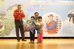 安居新北安全永續表揚義消 昔日救護車上出生兒童獻花感恩
