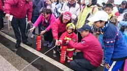 花彩節體驗小小消防員 寓教於樂