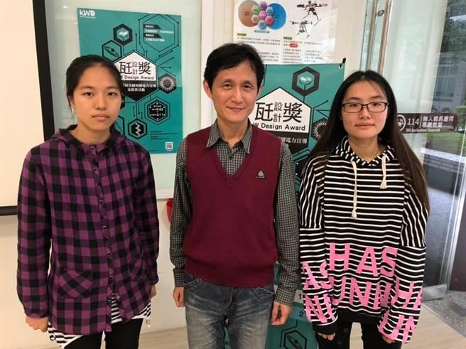 僑光科大多遊系紀曲峰老師(中)與學生透過生動有趣的說明會加深對台灣用電印象(范億宗攝)
