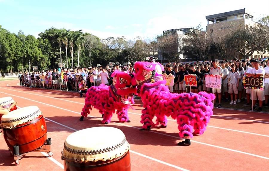 暨大創校60周年校慶系列活動的祥獅獻瑞。(楊樹煌攝)