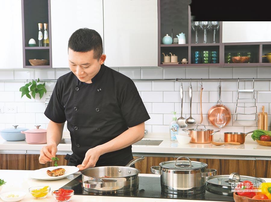 對於喜愛料理者來說,不鏽鋼鍋、銅鍋最受歡迎,但仍須留意正確保養方式,才能延長鍋具壽命。(HOLA提供)