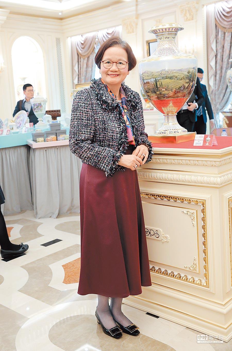 國裕總經理錢秋華在台耕耘藝術市場不遺餘力,將國際名瓷引進台灣,提升藏家鑑賞力。(盧禕祺攝)