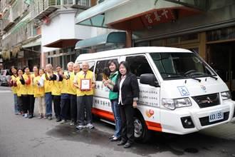 宮廟信眾月捐百元 存20年購復康巴士捐贈