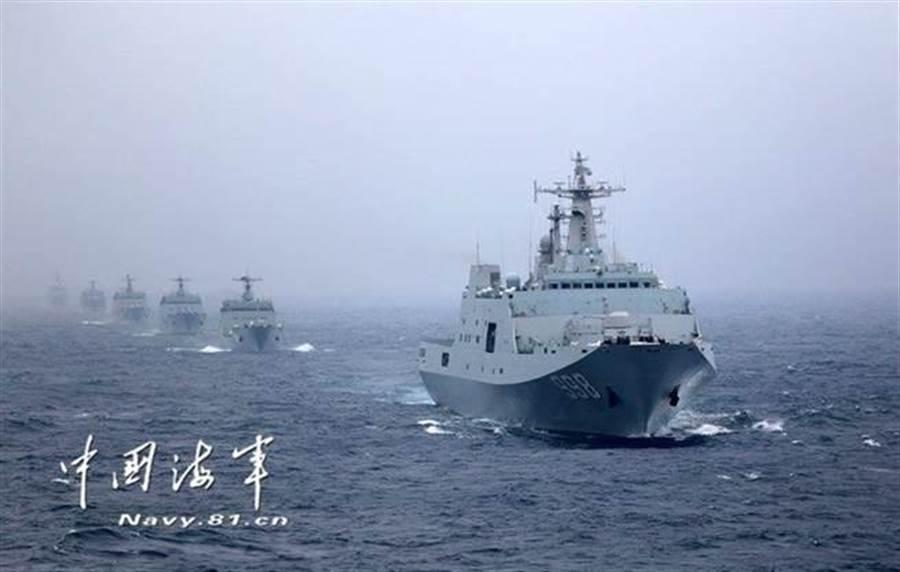 中國大陸造艦速度驚人,預估10內將成為全球軍艦數量最多的國家。(圖/中共海軍)