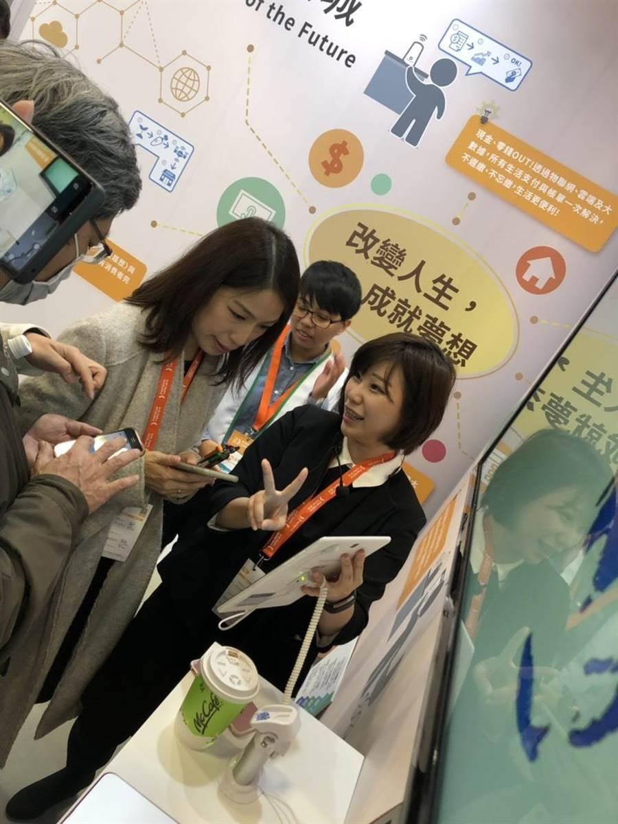 支持新創的立法委員余宛如親臨現場,以行動支持金融新創。(台灣金融研訓院提供)