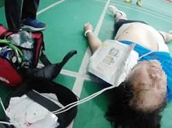 羽球打到一半心臟停止跳動  球友CPR救命