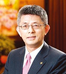 第12屆國家卓越成就獎得獎人-陳鳳龍:產業最佳代言