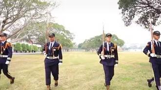 恆春工商儀隊4學生畢業 相約投入軍旅成合格陸戰隊員