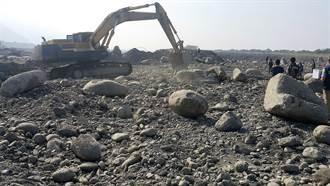 知法犯法 橋檢偵破盜採砂石集團