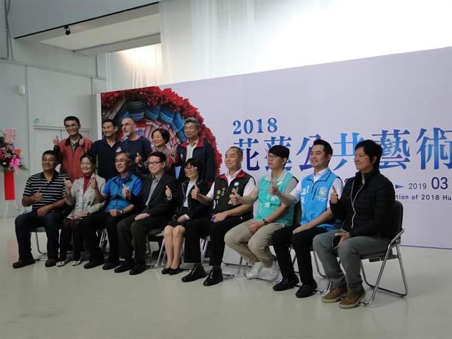 花蓮第一屆公共藝術節專展,與會來賓都說讚。(范振和攝)