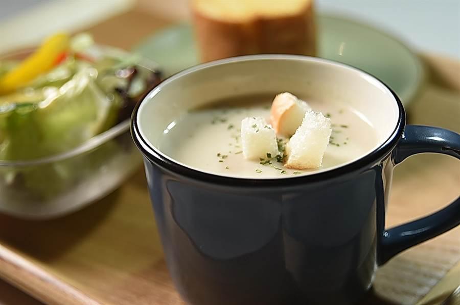 〈SPIGA PASTA EXPRESS〉套餐所附的湯品是濃湯,兼顧暖胃與飽足感。(圖/姚舜)