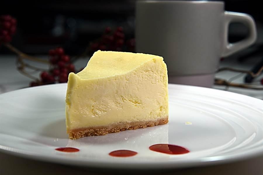 〈SPIGA PASTA EXPRESS〉的〈紐 約重乳酪蛋糕〉起司味濃重,並內蘊檸檬甜酸香,可配咖啡當下午茶。(圖/姚舜)