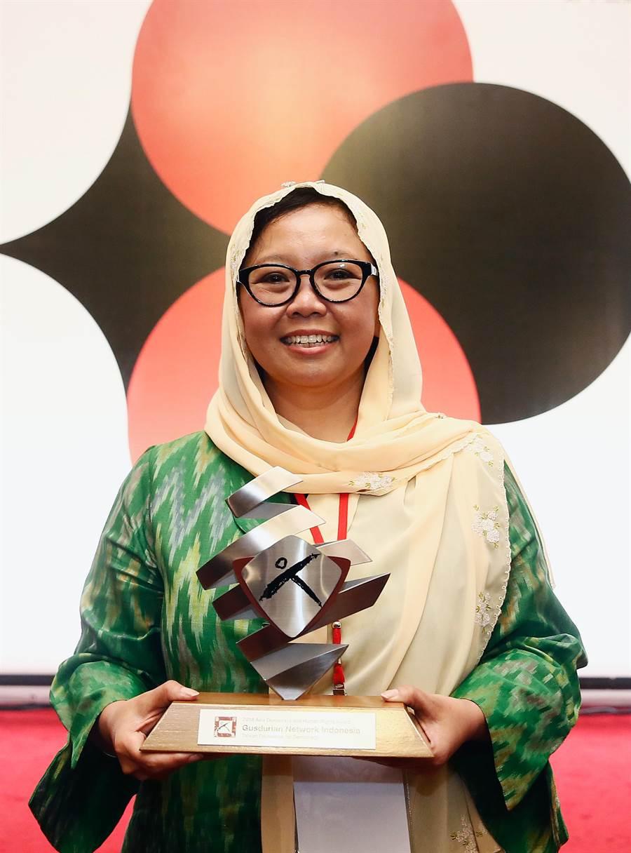 「亞洲民主人權獎」頒獎典禮10日舉行,獲獎者印尼「古斯都爾網路」代表艾莉莎瓦希德(Alissa Wahid),肯定其提倡不同宗教、種族交流的努力。(方濬哲攝)