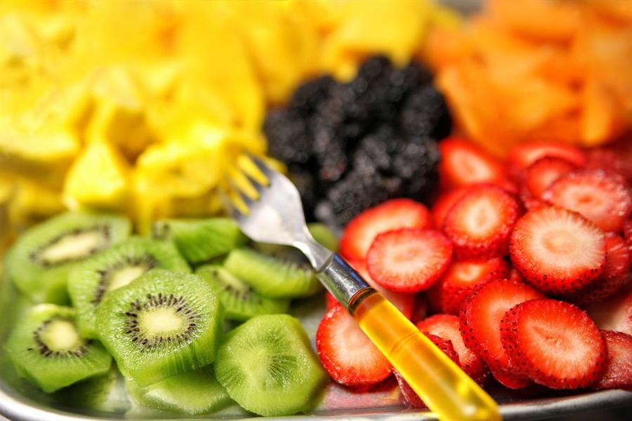 飯後立刻吃水果形同慢性自殺!吃對黃金時間點最抗癌。(圖/達志影像)